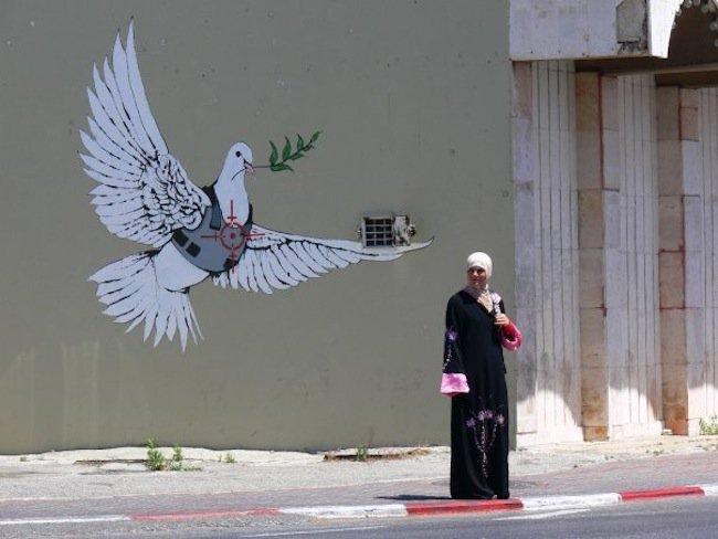 Banksy-Street-Art-14