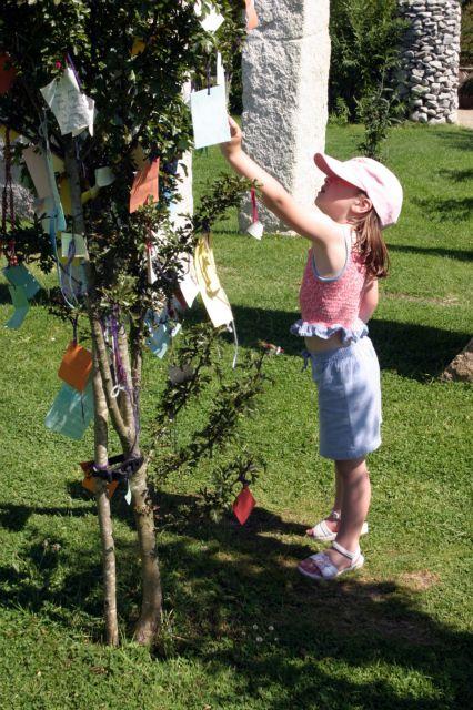 girl-hanging-wish